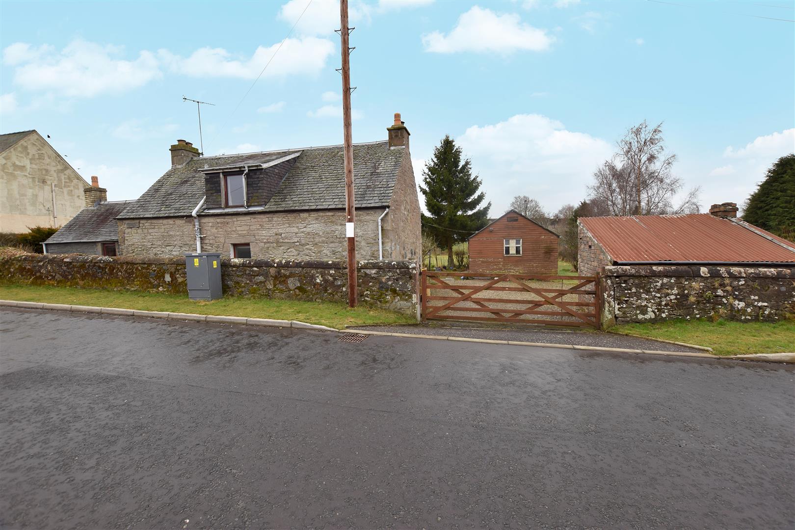 Burnside Road, Balbeggie, Balbeggie, Perthshire, PH2 6HD, UK
